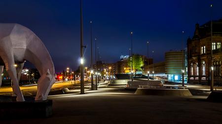 peerd van ome loeks (Centraalstation Groningen) - Het Peerd van Ome Loeks (vertaald: Het paard van oom Lucas) kan worden gezien als een van de symbolen van de Nederlandse stad Groningen. Het beeld on - foto door Marcel76 op 26-08-2013 - deze foto bevat: paard, standbeeld, groningen, stationsplein, centraal station, nacht fotografie, peerd van ome loeks, Marcel Braam