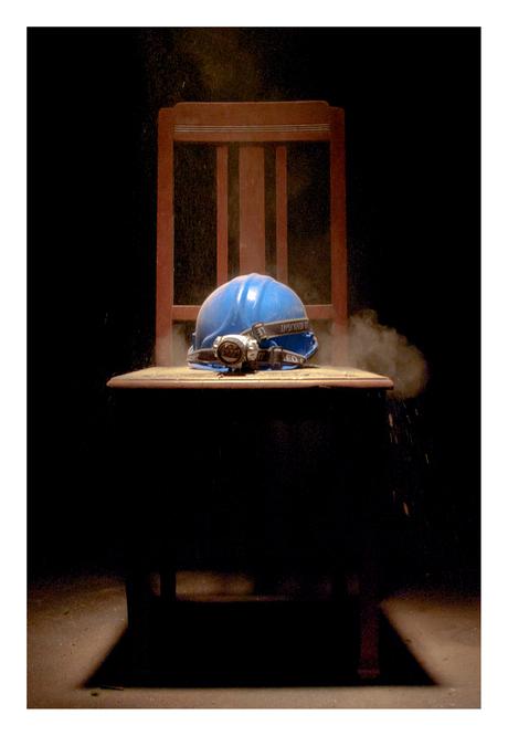 Stoel met helm