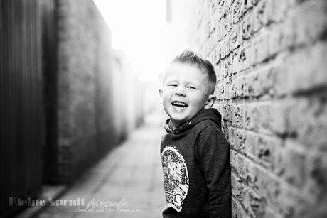 Lachen in zwart-wit