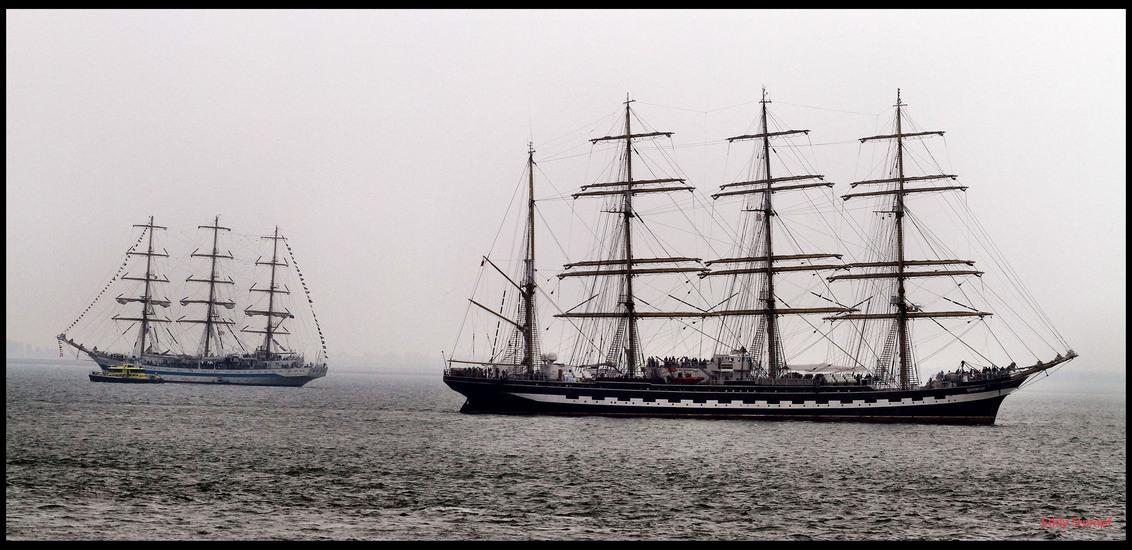 Sail de Ruyter 2013 (Vlissingen) - Het was  geen denderent weer maar gelukkig droog , samen met  Henk  op stap in Vlissingen   Dit moment  zat ik op te wachten  dat ik de twee Russiche - foto door Stumpf op 25-08-2013 - deze foto bevat: Sail De Ruyter. 2013