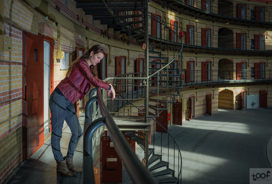 Prison life.. - Uit de serie Prison life.. Gemaakt in de voormalig koepelgevangenis in Breda - foto door toof op 13-12-2017 - deze foto bevat: vrouw, licht, portret, model, flits, breda, beauty, emotie, fotoshoot, koepel, gevangenis, serie, strobist, D610