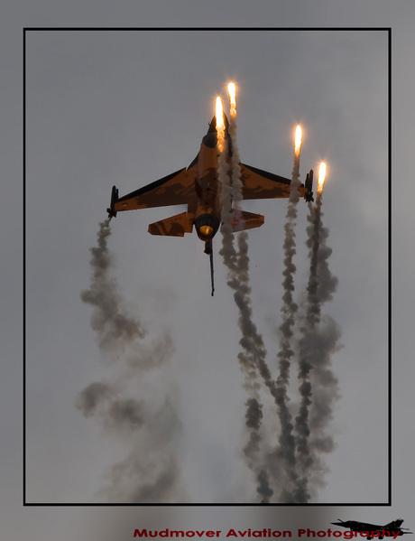 F-16 solo display