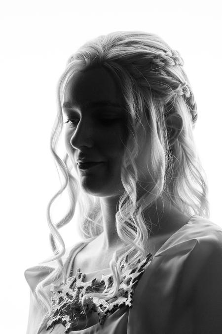 Daenerys - - - foto door Etsie op 27-02-2020 - deze foto bevat: vrouw, licht, portret, schaduw, model, tegenlicht, flits, ogen, haar, meisje, beauty, zwartwit, emotie, glamour, studio, fotoshoot, flitser, strobist