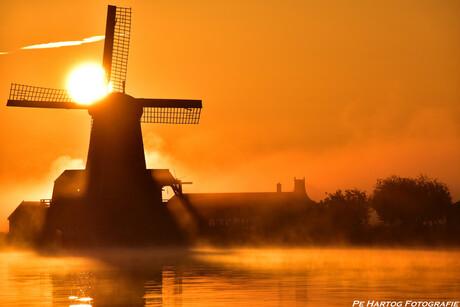 Zonsopkomst met nevel, Zaanse Schans 30-06-2015