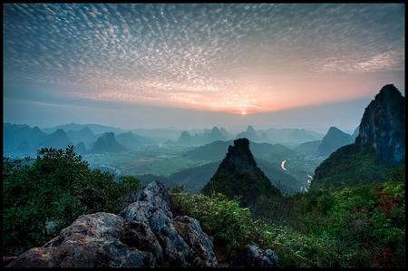 what colours did you scream - - - foto door biancaatje op 02-06-2013 - deze foto bevat: zonsondergang, reizen, mist, nevel, bianca, travel, china, rotsen, karstgebergte