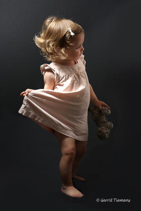 Let's go dance - test opstelling nieuwe studio verlichting - foto door gtiemens op 12-06-2017 - deze foto bevat: donker, kinderen, emotie, studio, fotoshoot, flitser, lowkey