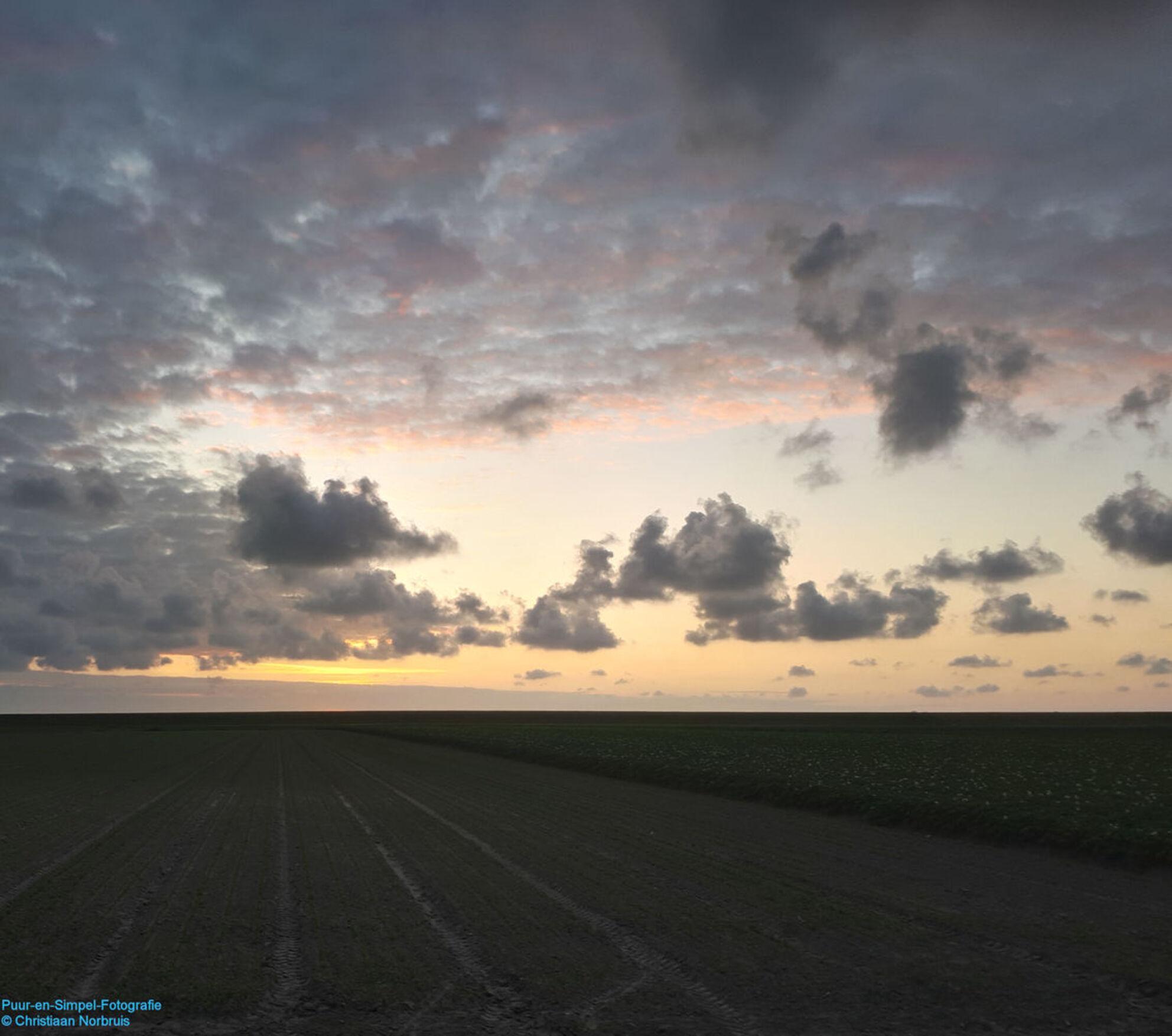20180617_220415-2 - Zondagavond nog even een foto genomen van de lucht. Opname genomen in het HDR stand. - foto door christiaannorbruis op 17-06-2018