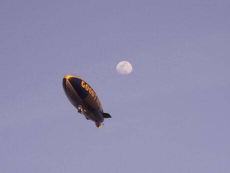 Een zeppelin boven de Daytona 500 (2008)