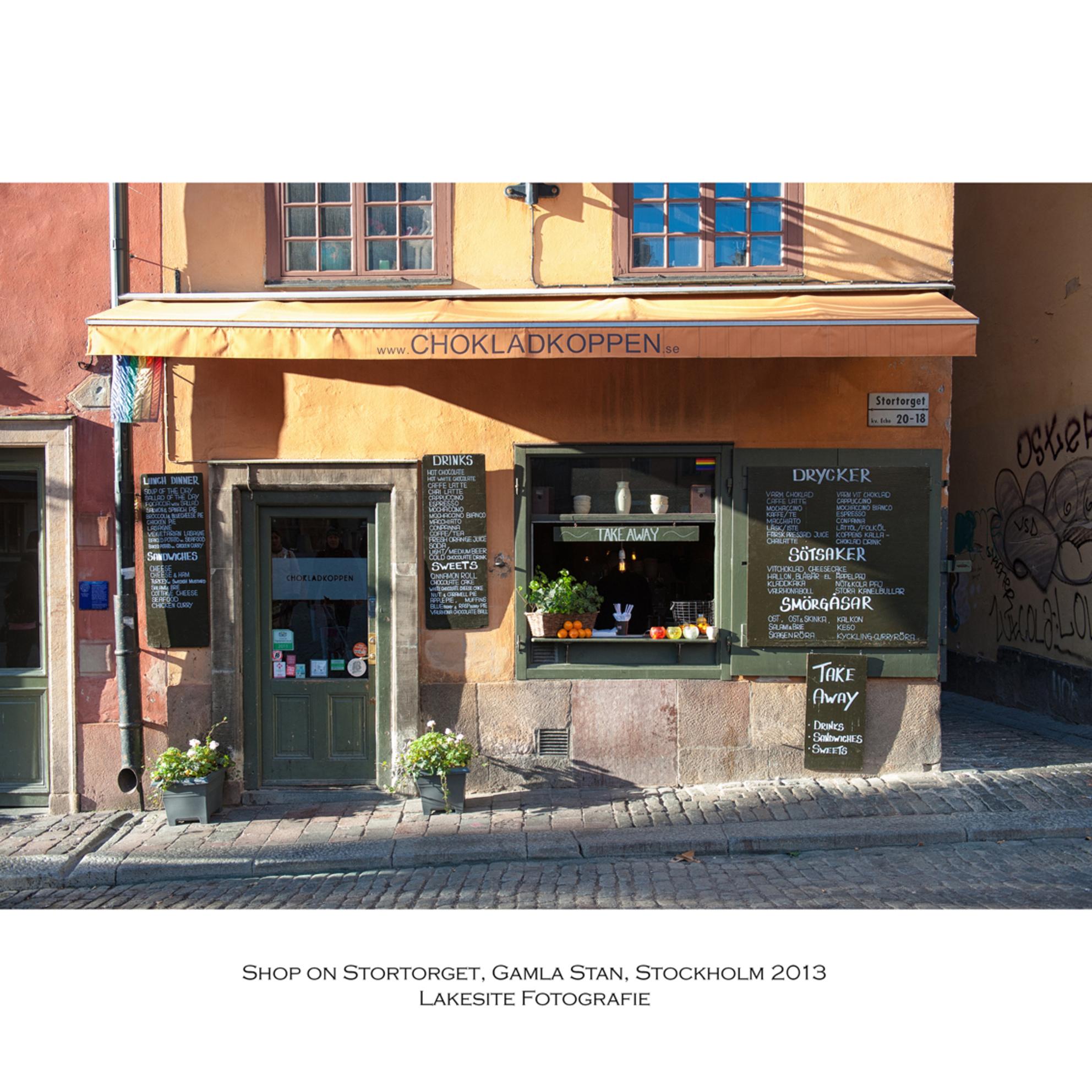 Gamla Stan, de oude stad, Stockholm 2013 - Winkeltje in de oude stad - foto door Lakesite op 01-01-2014 - deze foto bevat: kleur, water, herfst, reizen, stad, nikon, shop, zweden, stockholm, chocola, winkel, d700, 2013, D7100 - Deze foto mag gebruikt worden in een Zoom.nl publicatie