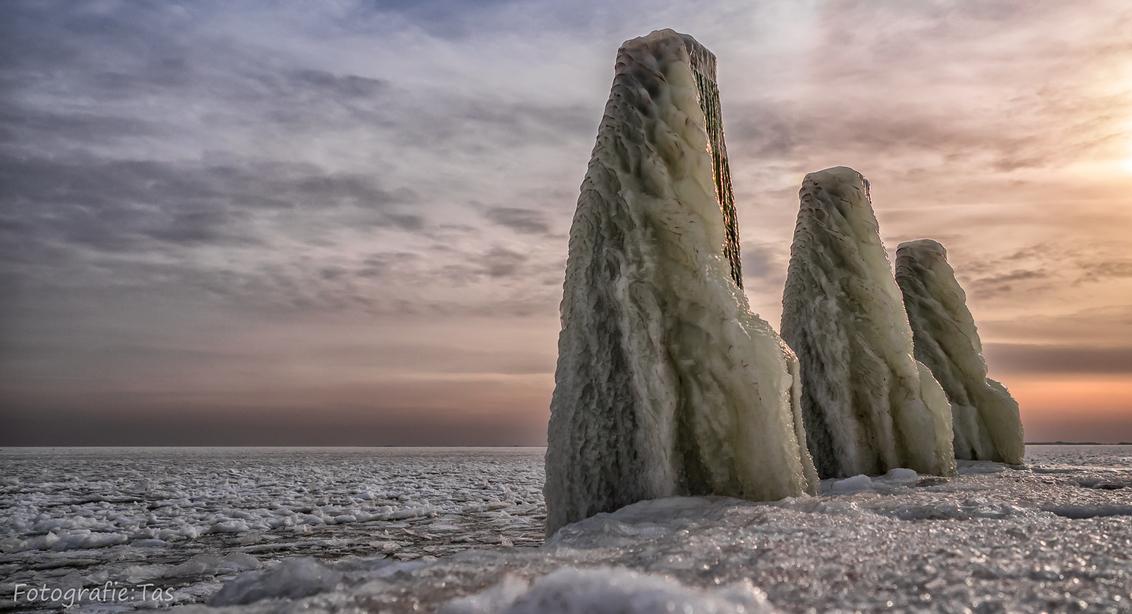 Een ijzig IJsselmeer.... - - - foto door Taswor op 27-01-2019