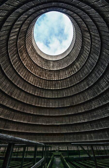 Cooling Tower IM - Oude Centrale - foto door wido-foto op 12-08-2013 - deze foto bevat: lucht, wolken, bewerkt, koeltoren, centrale, photoshop, verlaten, hdr, hdri, vuil, vergaan, vies, urbex, symetrie, urban exploring