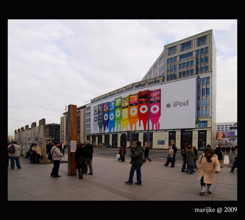Berlijn 11 - In Berlijn verdwijnen langzamerhand de littekens uit de Oost-Duitse periode. Hier, in de buurt van het Postdamerplatz, staan nog enkele resten van de - foto door ekeren op 17-02-2009 - deze foto bevat: berlijn, muur, resten