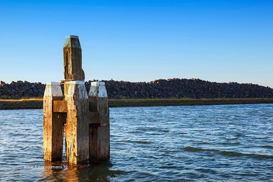 Peiler bij Breezanddijk in de Waddenzee - 20160817 3610 Peiler bij Breezanddijk in de Waddenzee - foto door fritskooijmans op 11-10-2016 - deze foto bevat: blauw, avond, zomer, afsluitdijk, breezand, breezanddijk, waadenzee, peiler, blauwe lucht, 2016
