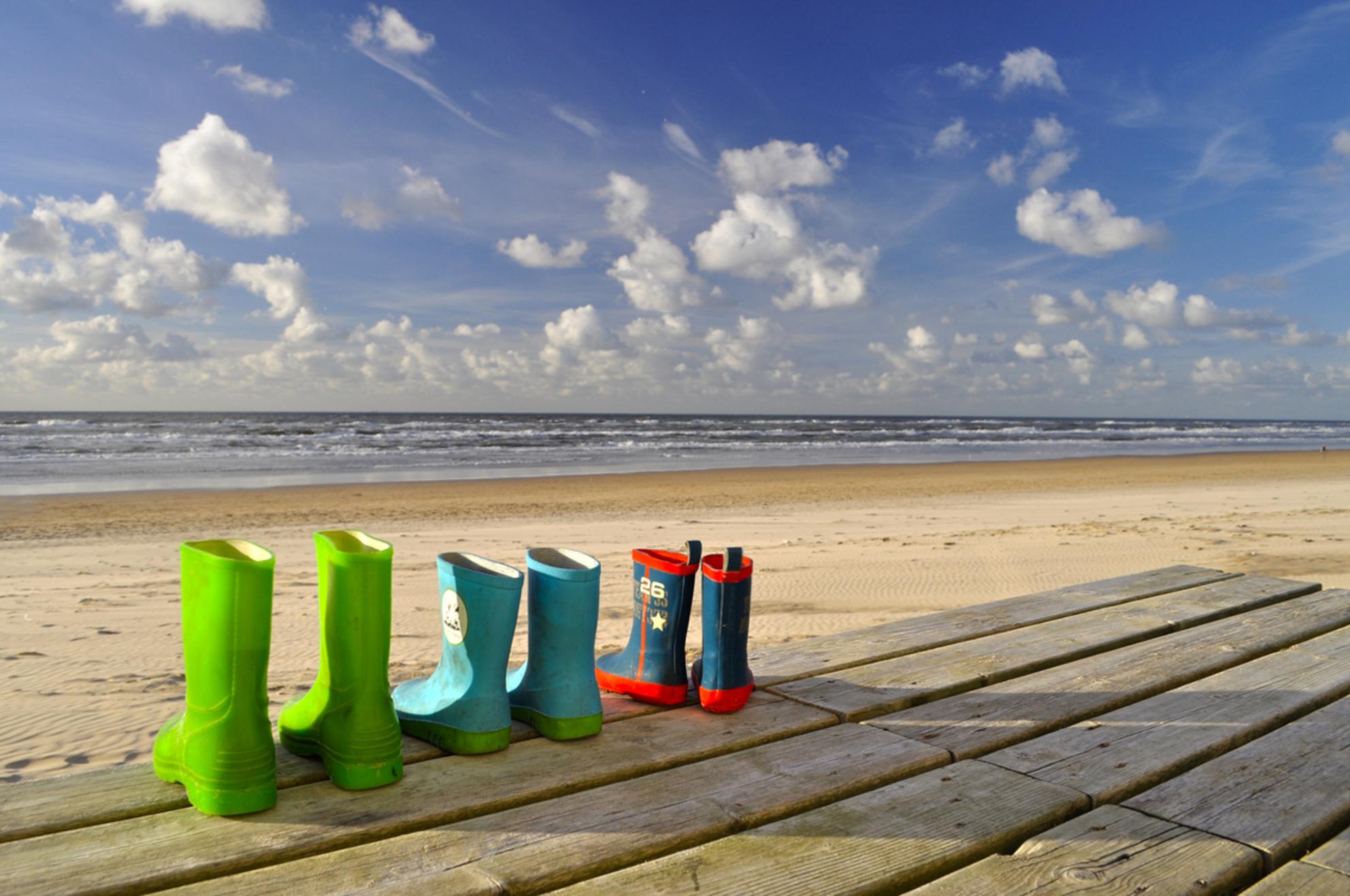 Boots at the beach - In opdracht van .... - foto door mclc op 10-11-2013 - deze foto bevat: zon, strand, sun, laarzen, zand, beach, boots, sand - Deze foto mag gebruikt worden in een Zoom.nl publicatie