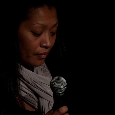 Dewi - Even geen tijd voor nieuwe foto's, dus deze van vorig jaar december, tijdens de repetitie voor een concert. - foto door petervanmeurs op 28-11-2010 - deze foto bevat: zangeres, dewi, repetitie, gospel, petervanmeurs