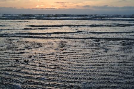 Wijk aan Zee - - - foto door Evavd op 17-05-2015 - deze foto bevat: lucht, wolken, zon, strand, zee, water, natuur, licht, boot, oranje, avond, zonsondergang, vakantie, spiegeling, landschap, duinen, tegenlicht, zonsopkomst, zand, haven, golven, nacht, kust, golf, jonge fotograaf, jongefotograaf