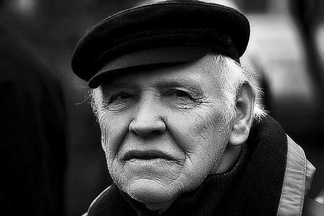 oude man met pet