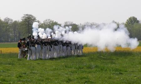 slag bij Nieuwleusen - Een veldslag als in 1800 in 2007 - foto door Duckie_zoom op 23-04-2007 - deze foto bevat: veldslag, nieuwleusen