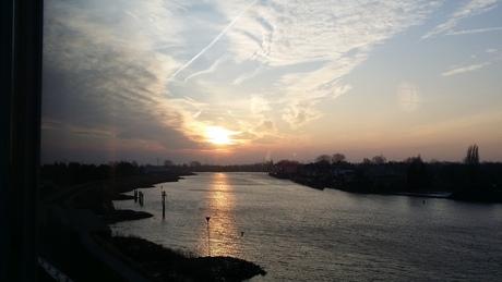 Zonsopkomst boven de Hollandse IJssel.