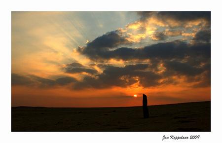 Zandverstuiving sunset - Eentje van na de bronst. Heerlijk met de geluiden van het burlen op de achtergrond.  Bedankt voor de reacties - foto door Jan_koppelaar op 02-10-2009 - deze foto bevat: kleuren, sunset, herfst, bos, zandverstuiving, hoge veluwe