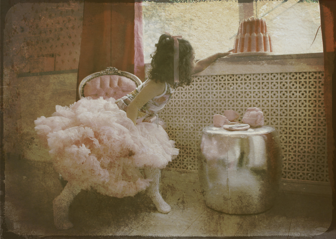 Strawberry cream cake - bewerking - foto door lotuss op 24-02-2011 - deze foto bevat: kind, bewerking, nostalgisch