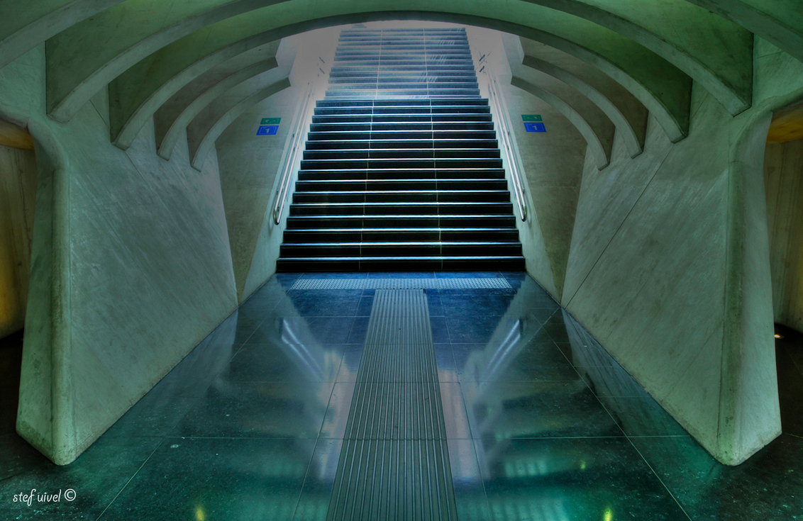 Guillemins - Perron op/afgang in het treinstation van Luik - foto door stefuivel op 16-04-2013 - deze foto bevat: architectuur, belgie, luik, hdr, treinstation, guillemins, Stef Uivel