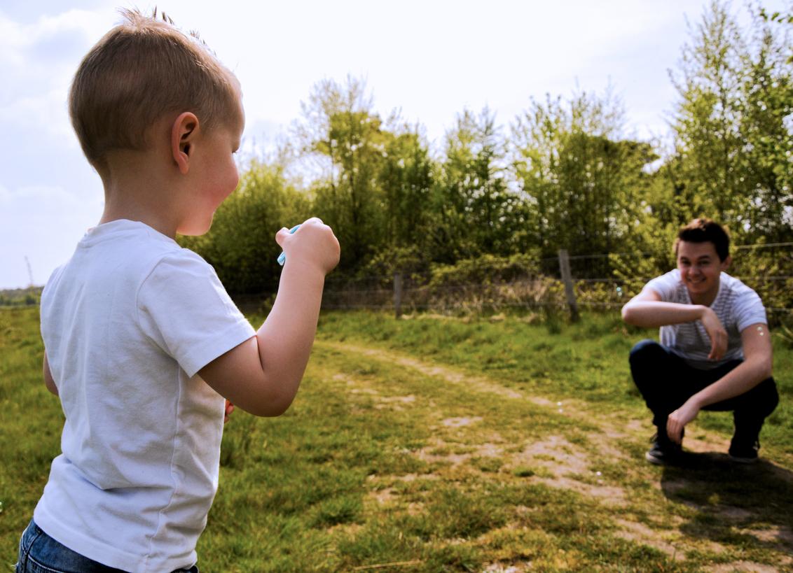 Bellenblaas - - - foto door marthadej op 09-05-2017 - deze foto bevat: man, natuur, licht, portret, landschap, schaduw, model, liefde, tegenlicht, daglicht, kind, kinderen, baby, peuter, jongen, lief, emotie, bruid, blond, bellenblaas, photoshop, closeup, fotoshoot, kleuter