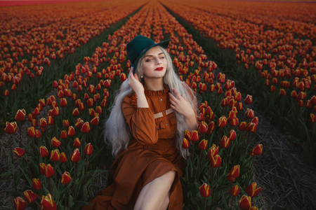 Orange - Model: Anna Psy - foto door girlgamer_zoom op 11-05-2020 - deze foto bevat: kleur, tulpen, licht, lief, beauty, belichting, expressie, fotoshoot
