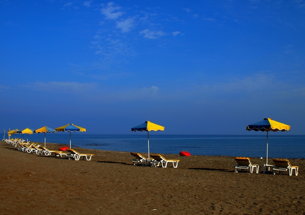 Empty Beach - Strand in de buurt van Kamiros ( Rhodos ) rond een uur of 09:00  ThanX voor de Reactie's op mijn vorige Upload.  Have A Nice Sunday ;)  Stan - foto door stanga op 09-11-2008 - deze foto bevat: stanga