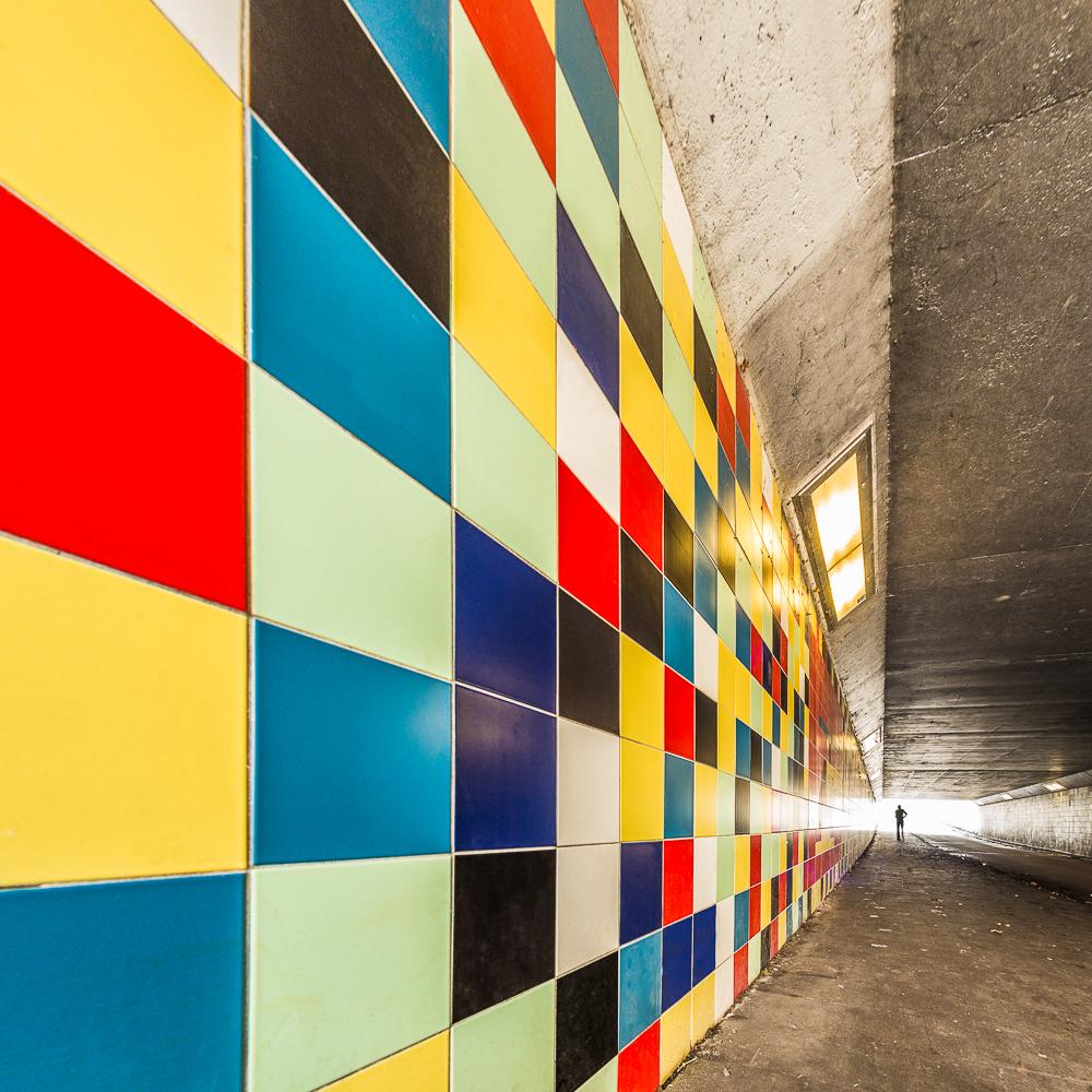 Fietstunnel Bilthoven - - - foto door mickeym op 05-03-2017 - deze foto bevat: kleur, tunnel, lijnen, architectuur, silhouet, kunst, stad, perspectief, kleurig, vrolijk, verlaten, hdr, urbex, tegel, contour, bilthoven, fietstunnel, cityscape