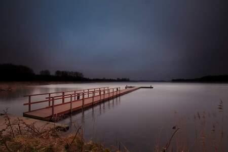 Donkere ochtend - Geestmerambacht Langedijk - foto door p.heins op 05-03-2021 - deze foto bevat: lucht, wolken, natuur, licht, landschap, tegenlicht, meer, lange sluitertijd
