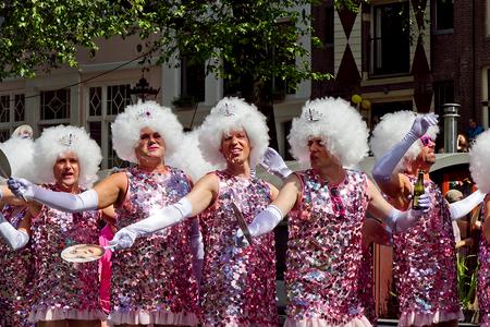 Amsterdam Gay parade 2013 - Amsterdam Gay parade 2013 Dames van het goede leven! - foto door Maragmar op 13-08-2013 - deze foto bevat: amsterdam, rose, parade, feest, glamour, gay, grachten, feesten, verkleden, glitter