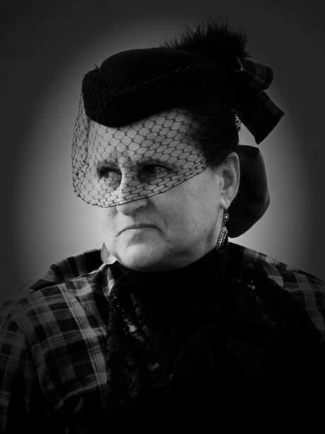 Vrouw met ouderwetse kleding 1 fotofair 2016