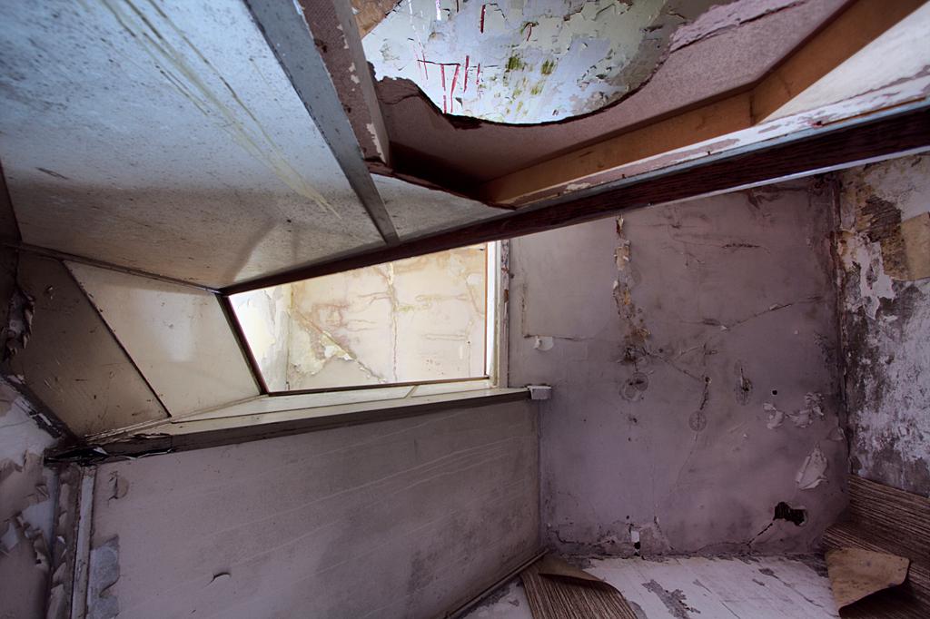 Postkantoor 5 - Op 21-6-2010 hebben Jos en ik een bezoek gebracht aan dit oude postkantoor.  het is een hdr foto.  Kijk ook eens op mijn website: [url]http://los - foto door Jascha_400D op 13-04-2011 - deze foto bevat: oud, foto, kleur, time, in, groningen, nederland, urban, lost, verlaten, vervallen, hdr, postkantoor, urbex, stadskanaal, tonemapping, nl, decay, hoste, jascha, ue