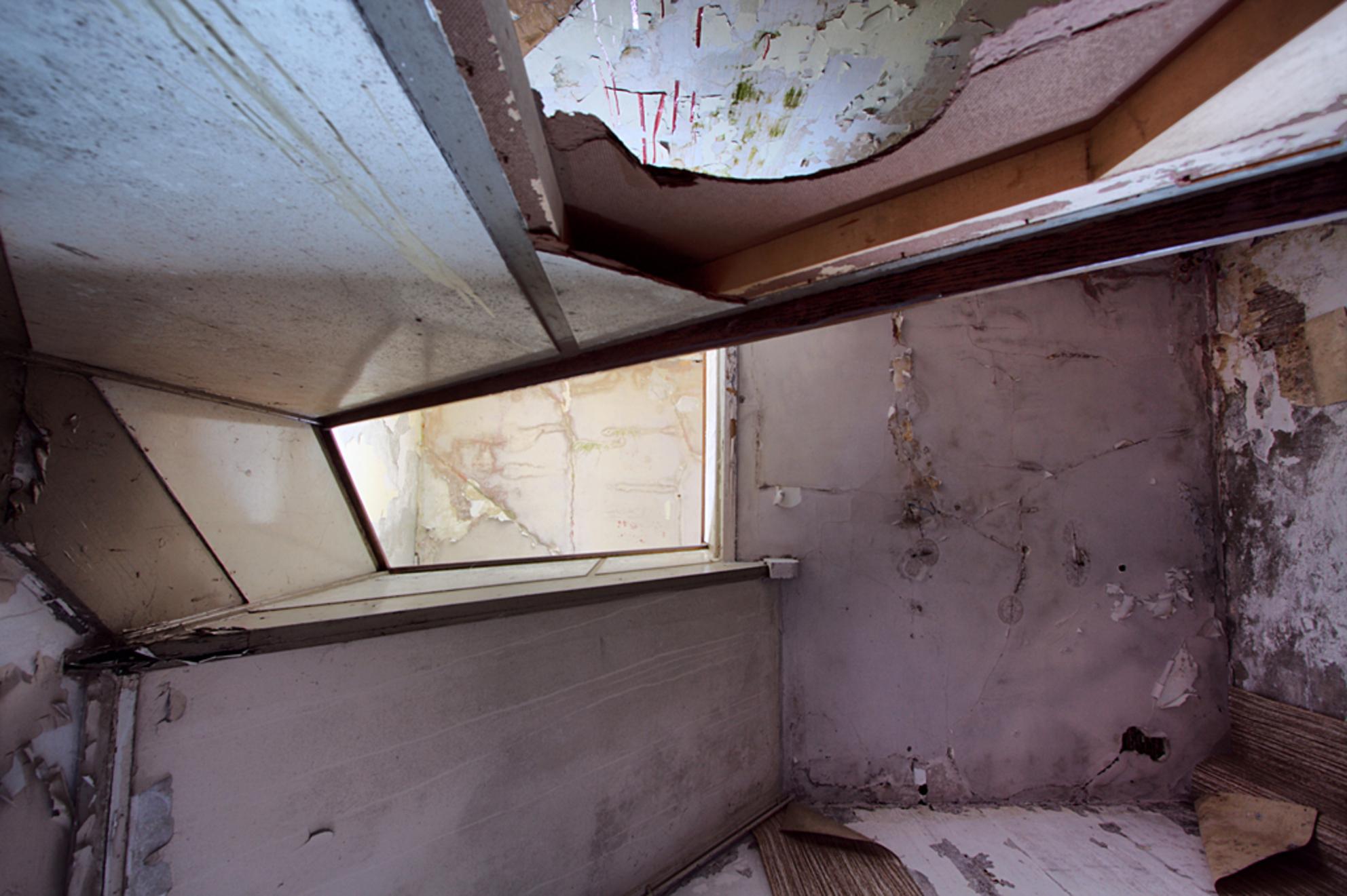 Postkantoor 5 - Op 21-6-2010 hebben Jos en ik een bezoek gebracht aan dit oude postkantoor.  het is een hdr foto.  Kijk ook eens op mijn website: [url]http://los - foto door Jascha_400D op 13-04-2011 - deze foto bevat: oud, foto, kleur, time, in, groningen, nederland, urban, lost, verlaten, vervallen, hdr, postkantoor, urbex, stadskanaal, tonemapping, nl, decay, hoste, jascha, ue - Deze foto mag gebruikt worden in een Zoom.nl publicatie