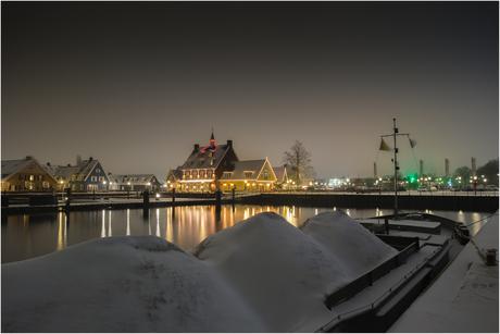 Bergen sneeuw in Huizen