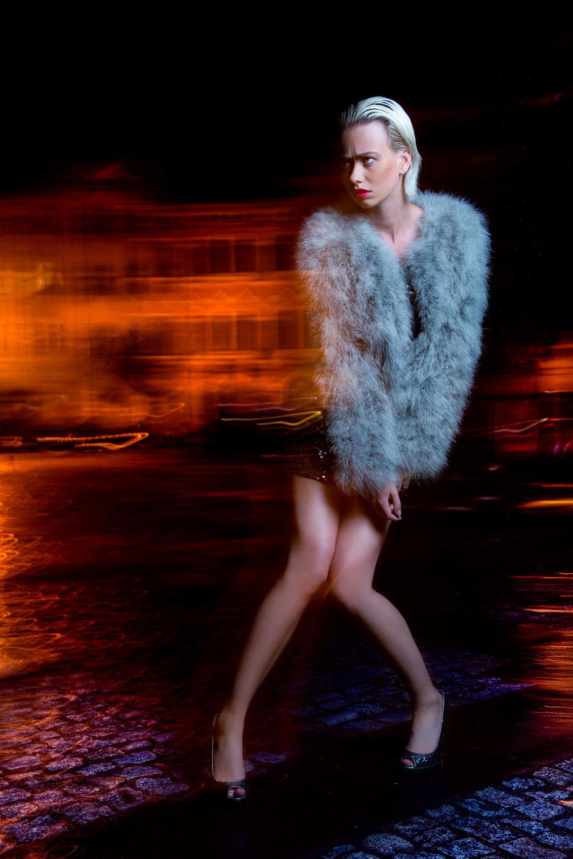 Night Fashion - Night Fashion Model: Lenaa Warmelink Makeup & hair: Madvhi Sahti Styling: Fayola Wekker Shot at Broumov, Czech Republic during the #Exposure15 Ev - foto door Beautifier op 02-02-2016 - deze foto bevat: kleur, licht, model, fashion, meisje, sfeer, nachtfotografie, pose, belichting, expressie, mode, fotoshoot, kleding, visagie, locatie, langesluitertijd, styling, editorial, strobist, fashionfotografie