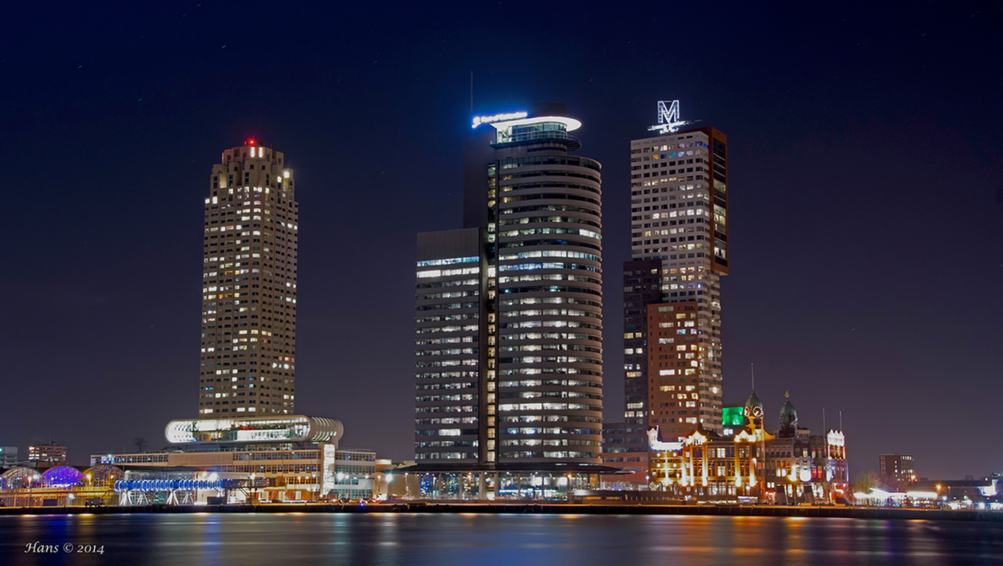 Zoomavond Rotterdam 16 september - Na een lange afwezigheid weer eens aanwezig op zoom. Dit ietwat oude plaatje van de cruiseterminal hoop ik mensen te vergaren die eens een zoomavond  - foto door Hans1969_zoom op 24-08-2017 - deze foto bevat: nachtfoto, avondfoto, hans1969, Cruiseterminal, zoomavond 2017