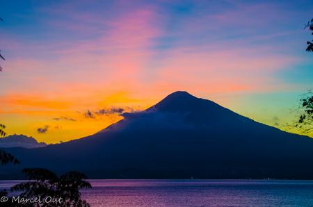 Zonsondergang Mount Klabang, Sulawesi - - - foto door marcelout op 01-05-2015