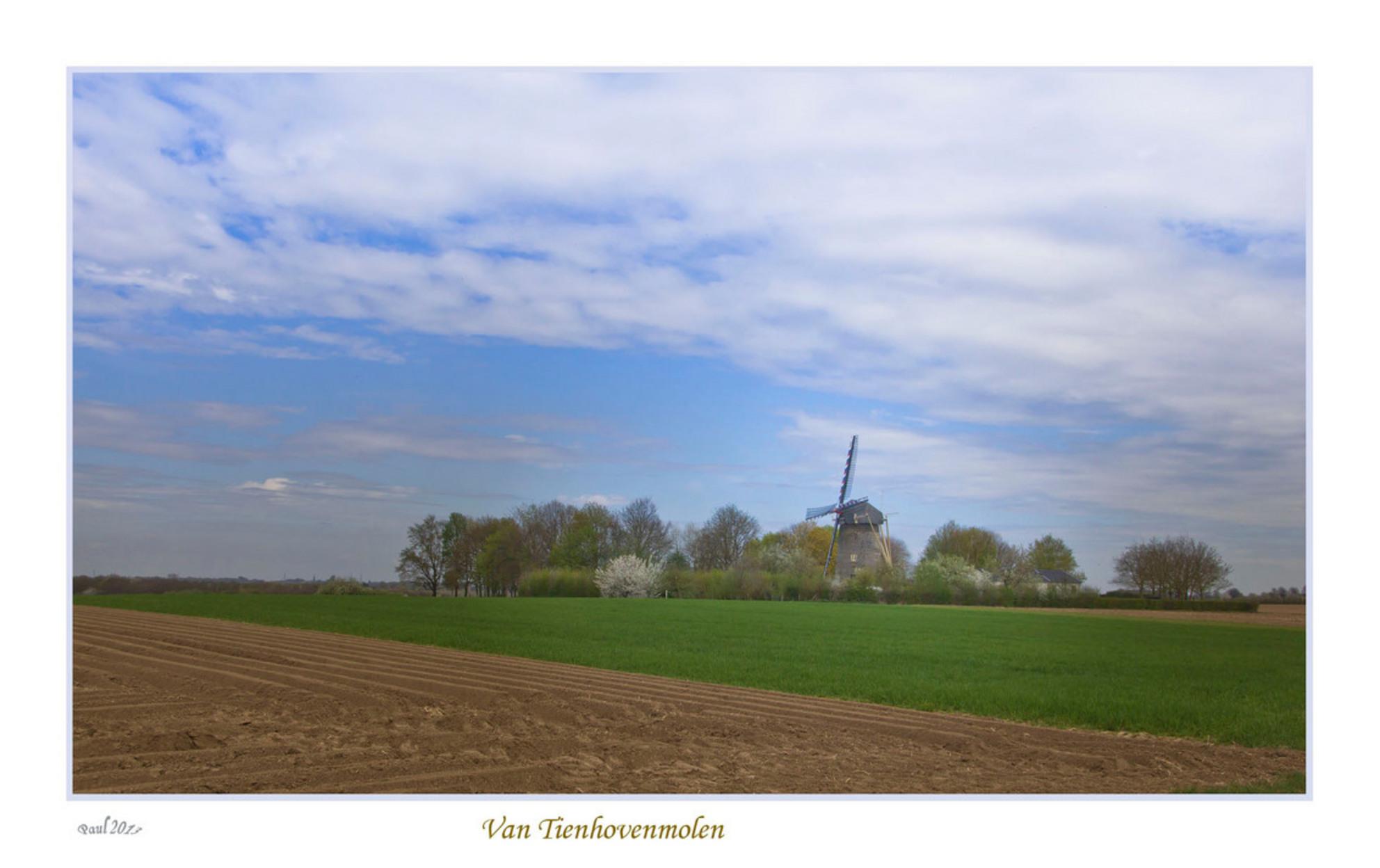Van tienhovenmolen ff op klikken - De Van Tienhovenmolen uit 1855 is gelegen in het gehucht Wolfshuis. Dit is de enige Nederlandse molen, die vrijwel geheel uit mergelblokken is opgebo - foto door sleba op 28-04-2013 - deze foto bevat: voorjaar, Van Tienhovenmolen, Wolfshuis - Deze foto mag gebruikt worden in een Zoom.nl publicatie