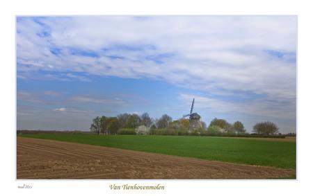 Van tienhovenmolen ff op klikken - De Van Tienhovenmolen uit 1855 is gelegen in het gehucht Wolfshuis. Dit is de enige Nederlandse molen, die vrijwel geheel uit mergelblokken is opgebo - foto door sleba op 28-04-2013 - deze foto bevat: voorjaar, Van Tienhovenmolen, Wolfshuis