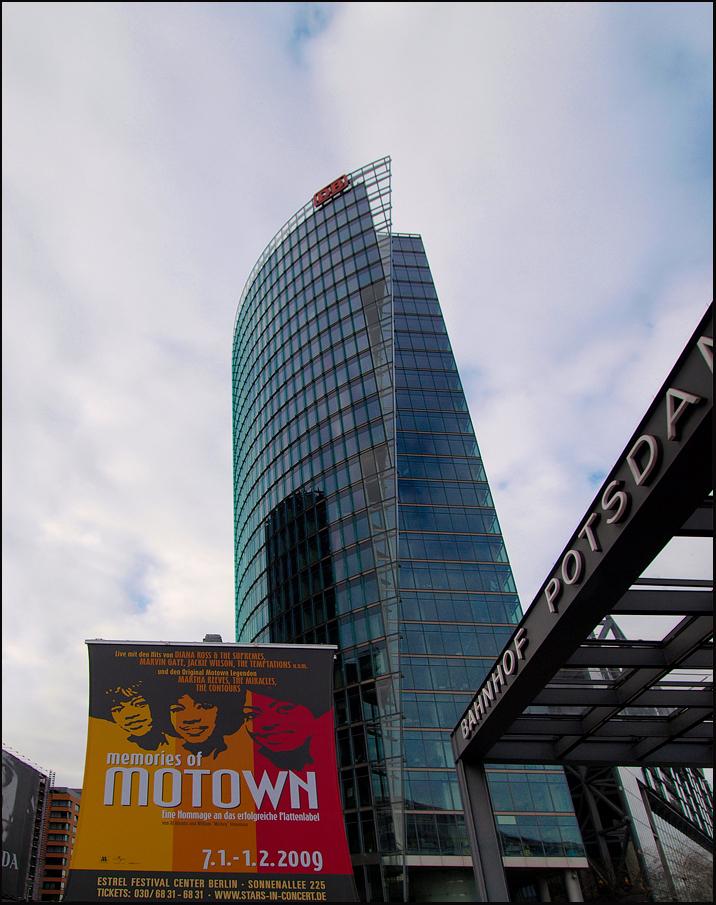 Berlijn 12 - De Potsdamerplatz was in de jaren 90 de grootste bouwput van Europa. Marketing deskundign noemen het plein tegenwoordig wel het Neue Mitte. In een pa - foto door ekeren op 18-02-2009 - deze foto bevat: potsdamerplatz