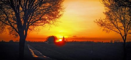 Zonsondergang - Zonsondergang op de Windraak. gr.Peter - foto door pjhtheunissen op 14-04-2021 - locatie: Schinnenderweg, 6153 AD Puth, Nederland - deze foto bevat: zonsondergang,, puth, sunset, avond, wolk, lucht, atmosfeer, dag, ecoregio, nagloeien, natuurlijk landschap, natuur, blad, amber