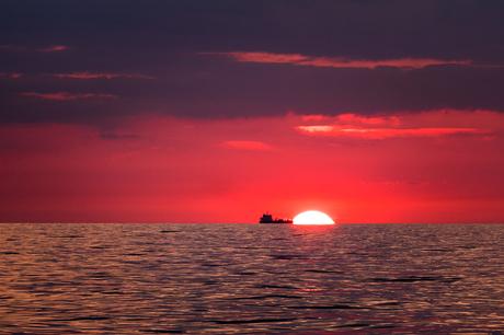 Zonsondergang Noordzee schip