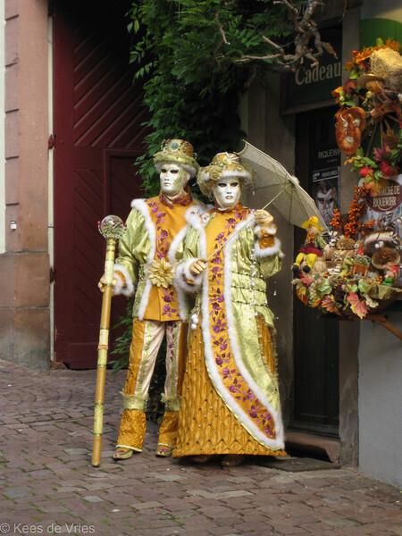 Elzas 2012 - Venetiaanse Parade in Riquewihr in de Elzas - foto door KdV59 op 05-05-2021 - locatie: 68340 Riquewihr, Frankrijk - deze foto bevat: vermaak, kunst, heeft, evenement, kostuumontwerp, traditie, masker, masker, mode ontwerp, uitvoerende kunst