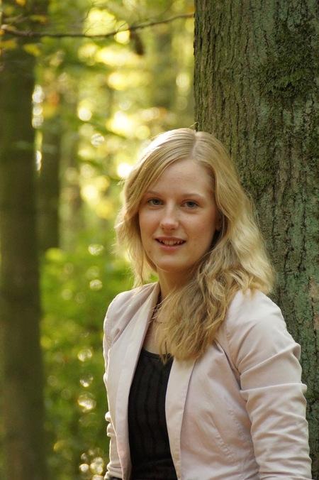 Portret in bos omgeving - - - foto door Sonyjoenka op 11-10-2015