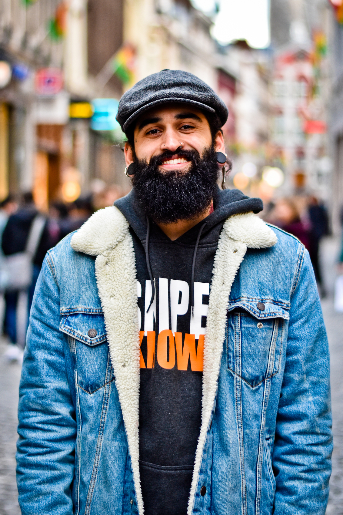 Passersby 10 - - - foto door ellis77 op 08-02-2018 - deze foto bevat: man, portret, straatfotografie, baard, 50mm