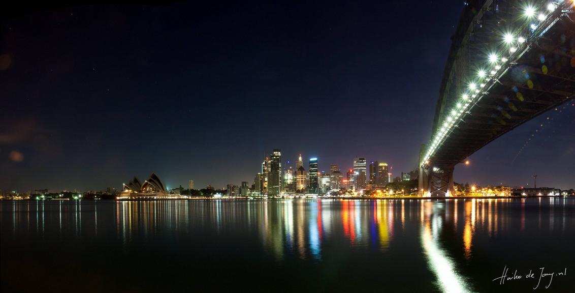 Skyline van Sydney - Panorama nachtopname van het Opera House. - foto door haikodejong op 24-11-2010 - deze foto bevat: australia, sydney, Opera House
