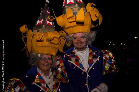Carnaval - Leechsjtoet 3 - Carnaval 2014, Leechsjtoet te Baek. Vrolijk koppel. - foto door lucsevriens op 03-03-2014 - deze foto bevat: carnaval, lichtstoet, leechsjtoet, baek