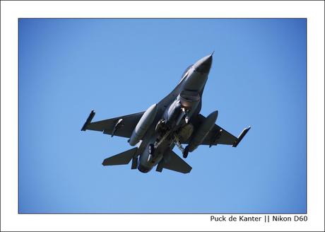 Landing F16 [001]